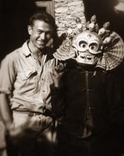 Uno studioso particolare, fotografo-etnologo, forse ancor prima che yamatologo. Con la fotografia egli carpiva delle immagini epitome della società del Sol Levante