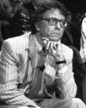 Giampiero Mughini è nato a Catania e lì ha passato venticinque anni. Poi per dirla con D'Annunzio è andato verso la vita. La Sicilia non l'avrebbe certo aiutato a coltivare le sue passioni