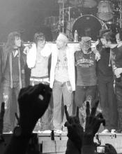 I Guns N Roses e altri gruppi americani costruirono il loro successo sull'hard rock dalla forte impronta sessuale. L'alveo dentro il quale avrebbe dovuto finire la frustrazione delle masse lavoratrici