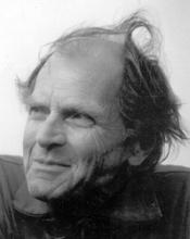 Feyerabend abitua a individuare il dogmatismo ovunque si annidi; educa alla libertà e alla tolleranza ma anche alla dialettica; è un antidoto contro il potere, a cominciare dal potere che detengono le idee dominanti