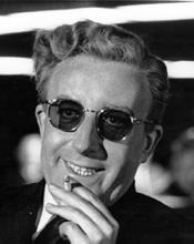 """Stanley Kubrick lo trovò così esaltante  da coinvolgere lo stesso Kahn nella realizzazione del film """"Dr Strangelove, o come imparare a non preoccuparsi e ad amare la Bomba"""""""